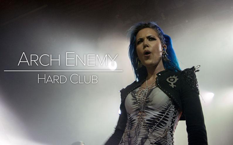 Arch Enemy enlouquecem Hard Club